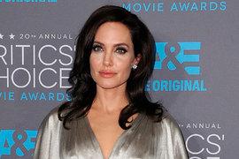 Анджелина Джоли от болезни тает на глазах: сейчас он весит всего 37 кг