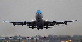 В аэропорту Симферополя пассажирам предложили лететь на горевшем на взлетной полосе лайнере