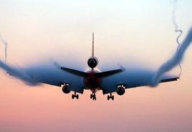 Видео: Страшная посадка Boeing во время урагана - пассажиры кричат