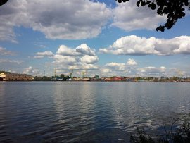 Упавший в Москву-реку вертолет