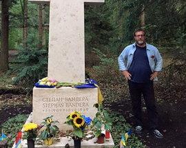 Альфред Кох выложил в Facebook снимок, сделанный на могиле украинского националиста Степана Бандеры