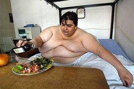 В США соцработники перевозили мужчину весом в 453 килограмма в дом престарелых 7 часов