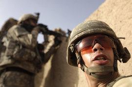 """Солдат НАТО заставляют кричать """"Пиф-паф!"""" для экономии боеприпасов"""