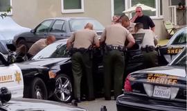 Полицейские в США выпустили 50 пуль в больного мужчину на глазах у его семьи. Видео