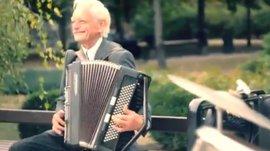 Пенсионеры играют Deep Purple в воюющем Донецке
