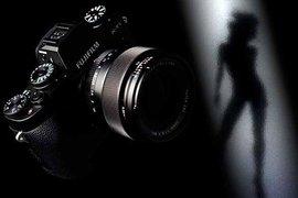 """Японская компания Fujifilm представила фотоаппарат, который сможет """"увидеть"""" снимаемых людей голыми"""