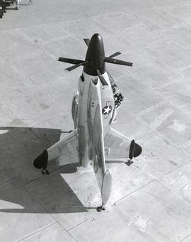 Convair XFY-1, экспериментальный турбовинтовой самолет-истребитель вертикального взлета и посадки
