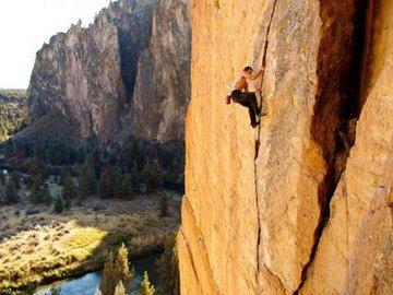 Игры с гравитацией на скале Красный Гребень