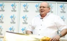 Победитель лотереи на 71,000,000 фунтов отпраздновал пиццей и крылышками