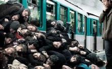 Нужно ли из вежливости придерживать опаздывающим двери вагона метро?