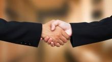 Рукопожатие: когда, где и почему мы начали пожимать руки?