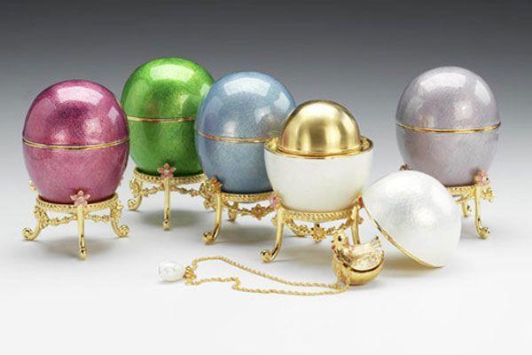Коллекция яиц Фаберже Элтона Джона оказалась больше кремлевской