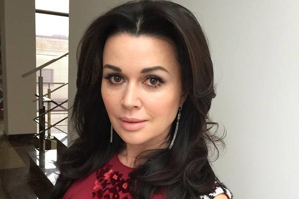 СМИ опровергли критическое состояние Анастасии Заворотнюк