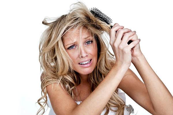 Прически, помогающие скрыть жирные волосы