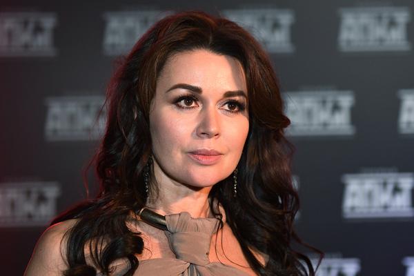 К больной актрисе Анастасии Заворотнюк в палату привели годовалую дочь