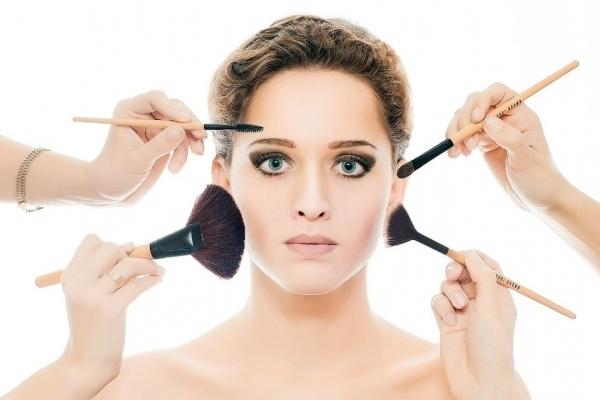 Ошибки в уходе и макияже, которые прибавляют лишние годы