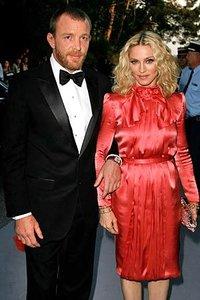 Гай Ричи не оставляет Мадонну в покое