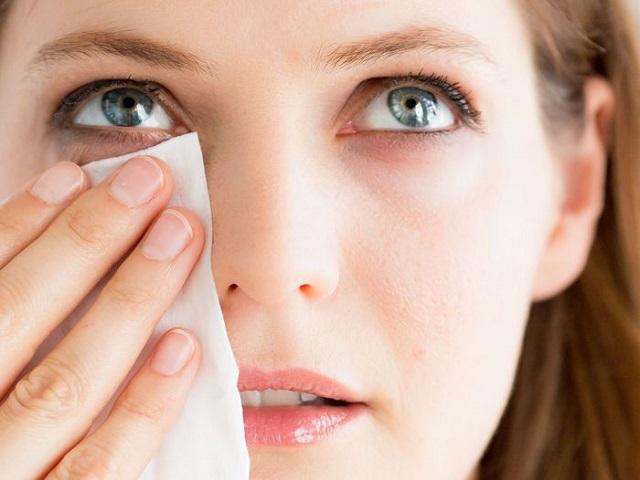 Ошибки, которые совершает каждая женщина при удалении макияжа