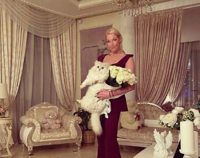 Дочь Анастасии Волочковой подружилась с возлюбленной своего отца