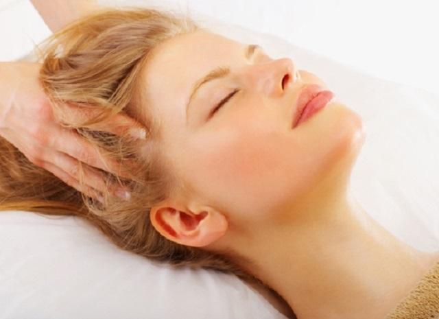 Массаж головы для лечения волос