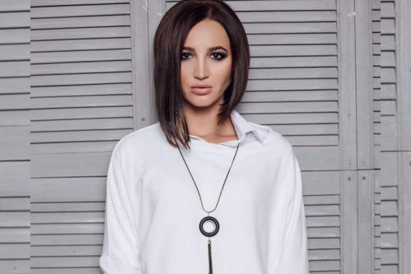 Бузова в белом платье засветилась в инстаграм