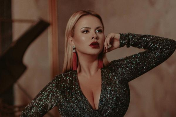 Фанаты ополчились на Анну Семенович, позирующую у Стены Плача
