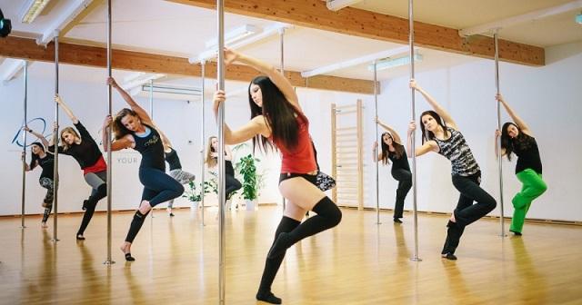 Акробатический танец вокруг шеста - pole-dance