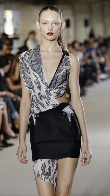 Неделя моды в Париже: Vaccarello