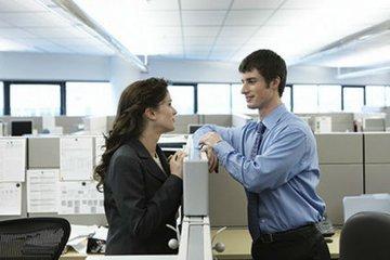 Служебный роман: стоит ли начинать отношения на работе