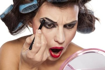 Привычки, которые превращают женщину в «тетку»
