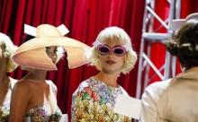 Дом Moschino создал настоящий кукольный театр