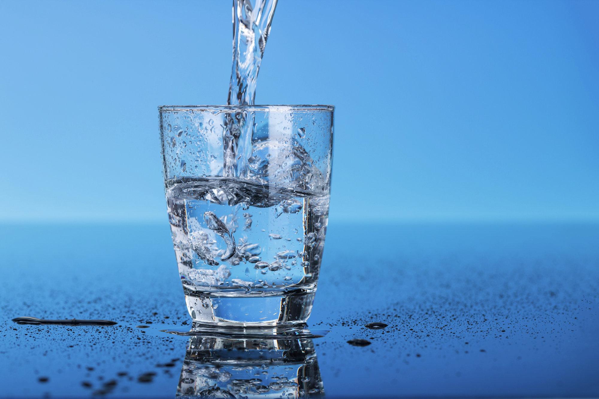 Начните пить больше воды, и жизнь заиграет яркими красками