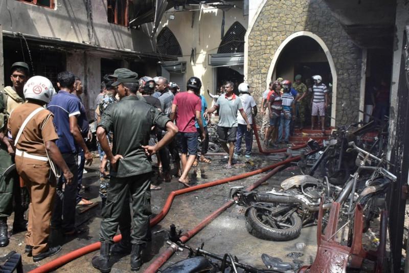 Число погибших в результате взрывов на Шри-Ланке достигло 290 человек