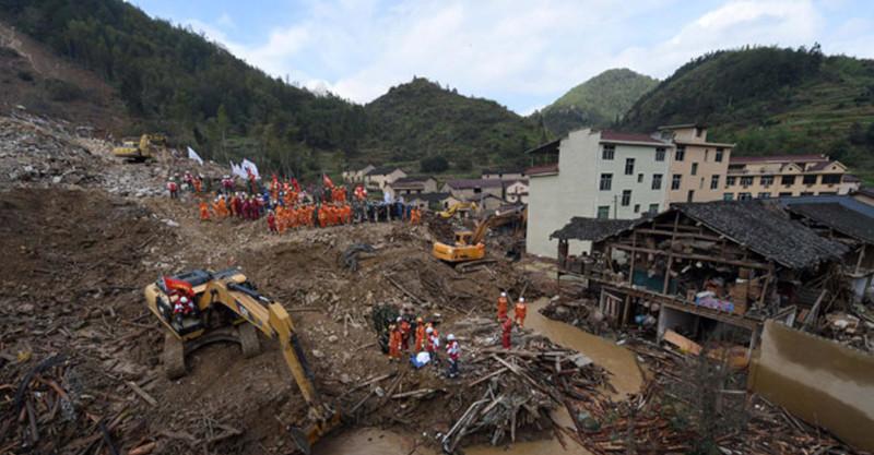 В Китае жертвами оползня стали десять человек