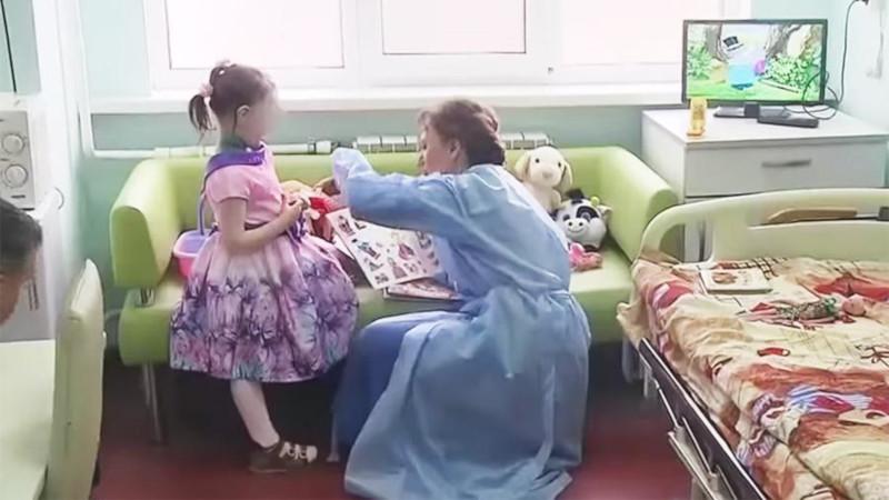 Девочка-маугли из Москвы начала говорить отдельные слова