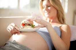 Врачи запрещают беременным злоупотреблять диетами