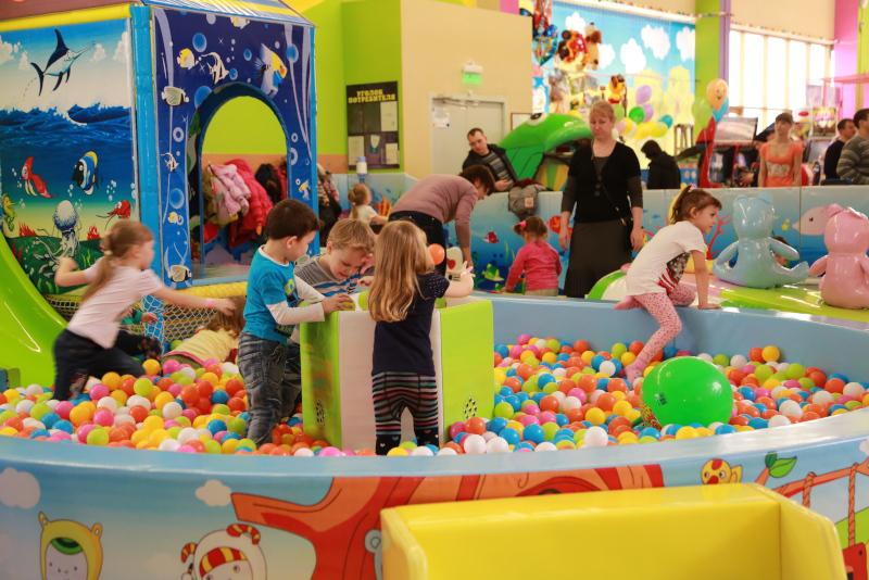 Врачи: какие опасности таят детские игровые комнаты в ТЦ