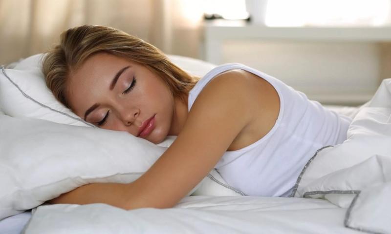 Специалисты: как качество сна связано с менструальным циклом
