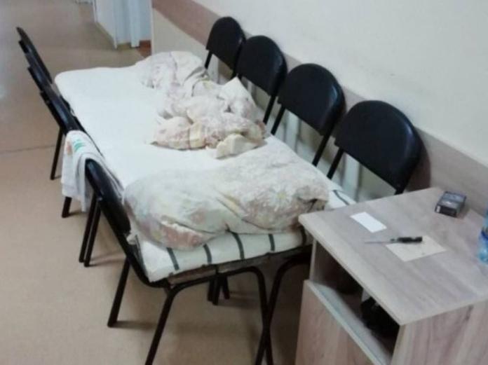 В Пензенской больнице установили кровати из досок и стульев
