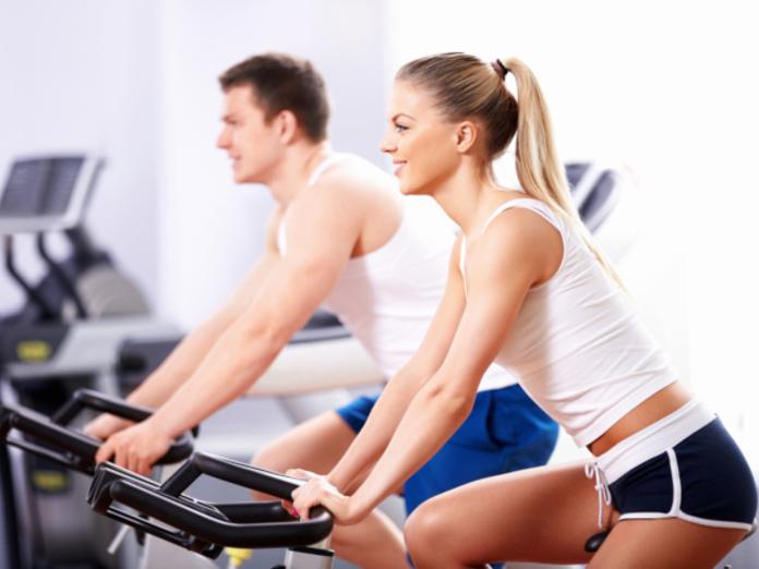 Кардиологи: спорт и нормальный вес в два раза снижают риск сердечного приступа