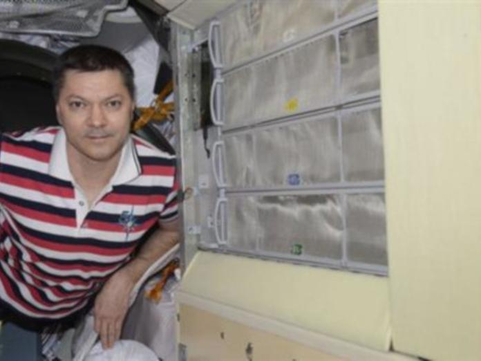 """Самарский космонавт установил на борту МКС """"умную полку"""" с подсказками о лекарствах"""