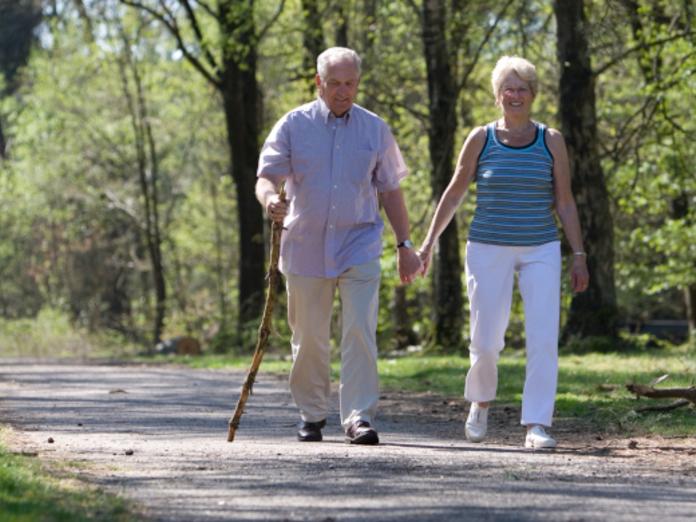 Прогулки на свежем воздухе помогут избежать инсульта