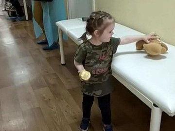 Стала известна дальнейшая судьба девочки, брошенной в поликлинике