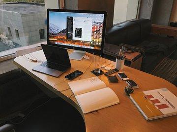 Сделать карьеру поможет...стол. Видео