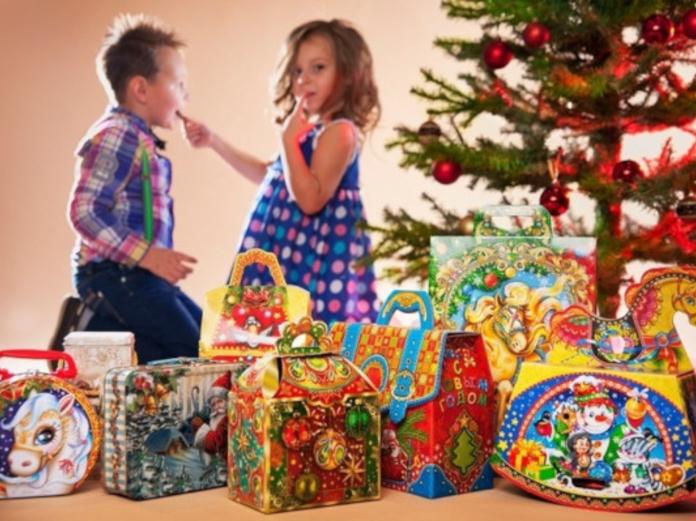 Роспотребнадзор рассказал, как правильно выбирать сладкие новогодние подарки