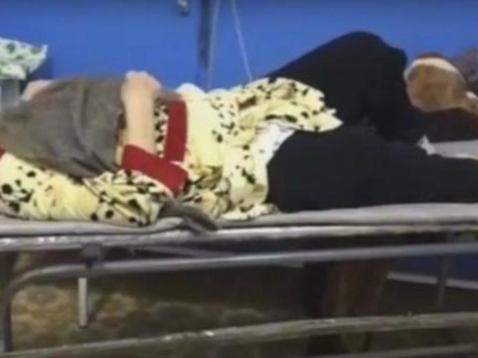 В Башкирии пенсионерке оказали помощь при переломе...шваброй