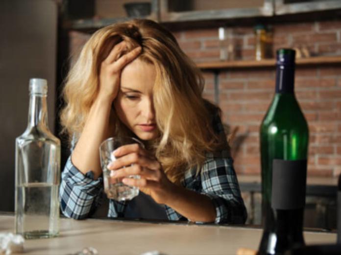 Психологи выяснили, как эффективно бороться женским алкоголизмом