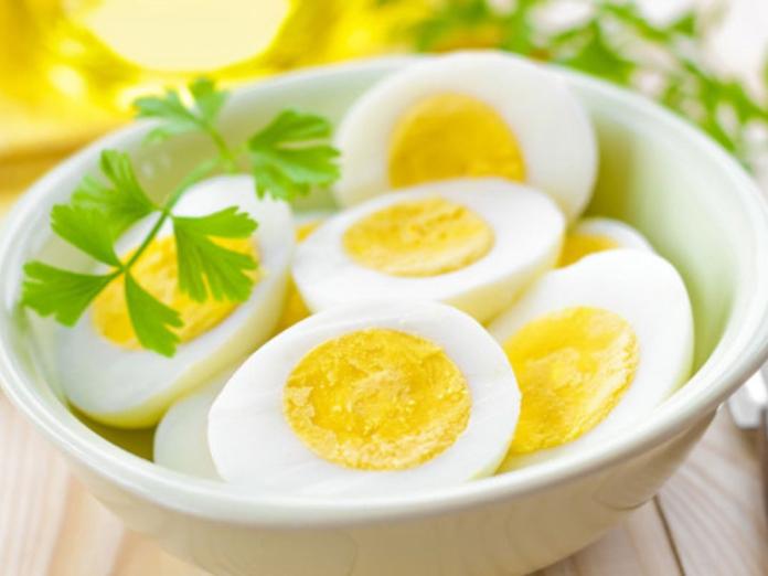 Диетологи рассказали, какие продукты сжигают жир на животе