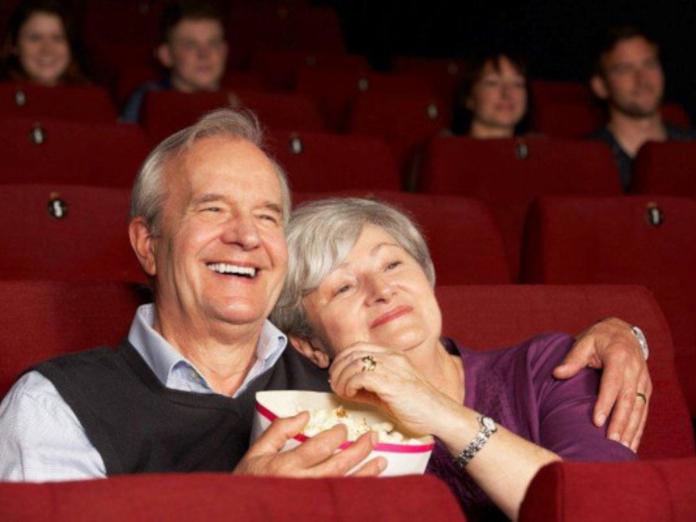 Исследователи: театры и музеи полезны для людей старше 50 лет