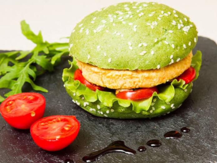 Эксперты рассказали, чем опасны вегетарианские бургеры